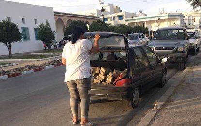 La Marsa : Une femme vole des pavés de trottoirs et la police laisse faire