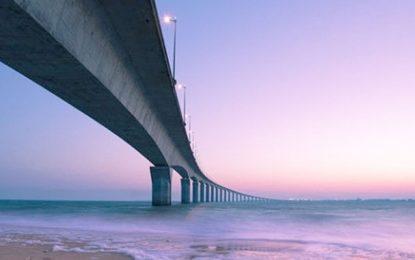 Pont au dessus de la Méditerranée : Un saut dans le vide