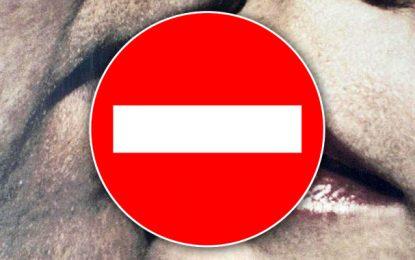 Tunisie : Six mois de prison avec sursis pour… un baiser au lycée !?