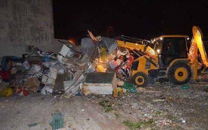 Destruction des commerces illégaux à la cité Ettahrir
