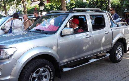 Peugeot Pick Up: Un véhicule de légende au coeur de Tunis