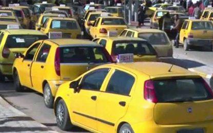 Les chauffeurs de taxis bloquent la route de l'aéroport de Tunis