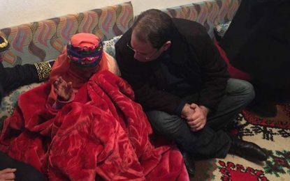 Gafsa : Chahed rend visite à la famille du délégué de Matmata