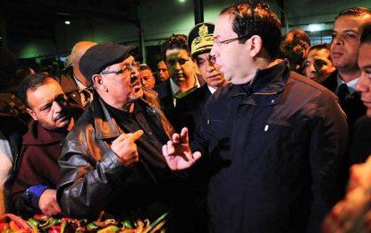 Lutte contre la spéculation : Chahed au marché de gros de Kairouan