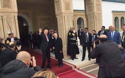 Tunisie : Erdogan fait le signe de Rabia au Palais de Carthage