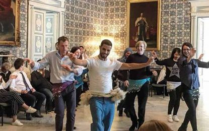 Rochdi Belgasmi fait danser les hôtes de l'ambassadeur britannique