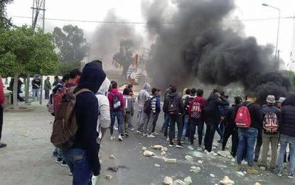 Tunisie-Jelma : Heurts entre police et manifestants, dont des élèves