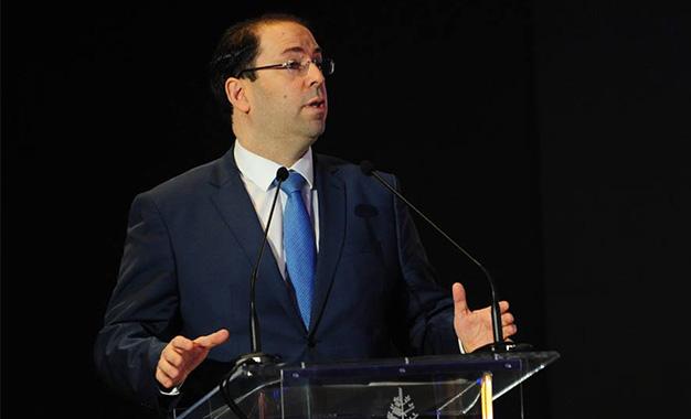 Chahed pas peu fier devant l'éminent économiste Jacques Attali — Tunisie