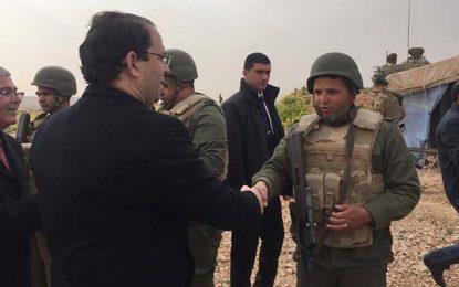 Tunisie : Chahed inspecte l'armée au poste frontalier de Dehiba