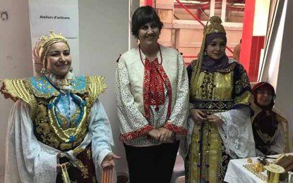 Tunisie : L'ambassadrice du Canada célèbre la fête de l'habit traditionnel