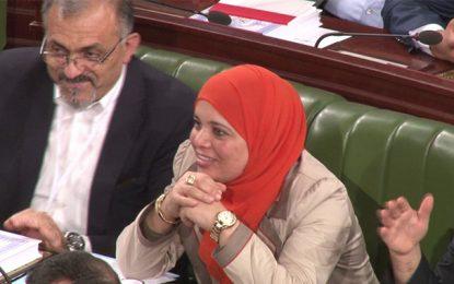 Municipales : Une députée Ennahdha traîne en justice une candidate Nidaa