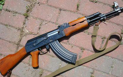 Ben Guerdane : Un citoyen trouve une kalachnikov dans un champ