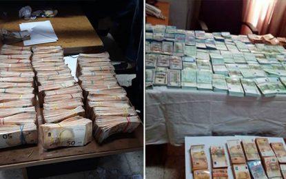Trafic de devises : Saisie de plus de 4 MDT en euros et dollars dans un camion à Mahres (Sfax)