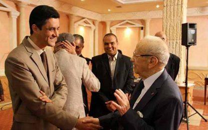 Hassouna Nasfi : Youssef Chahed doit rester à son poste