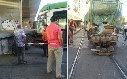 Manouba : Collision entre une rame de métro et un camion de poids lourd