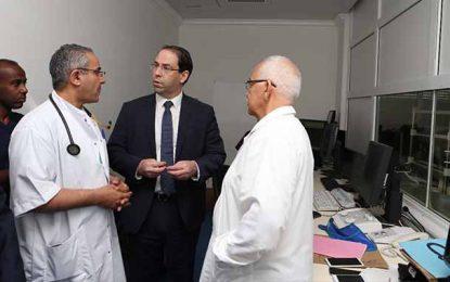 Visite surprise de Youssef Chahed à l'hôpital Abderrahmane Mami