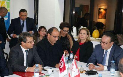 Salma Elloumi dans le gouvernement mais contre le gouvernement