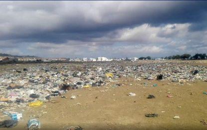 Le lac de Hammam El-Ghezaz envahi par les ordures !