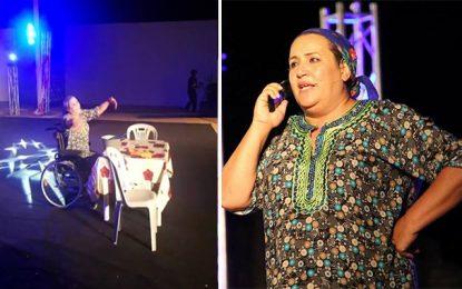 Bizerte : Naima El-Jeni monte sur scène sur un fauteuil roulant
