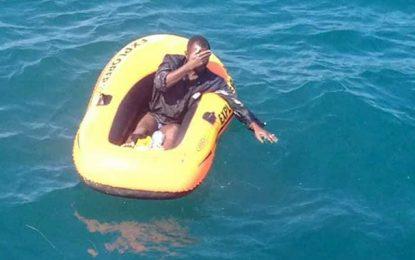 Abandonné en mer par des passeurs libyens, un Ivoirien sauvé à Sfax
