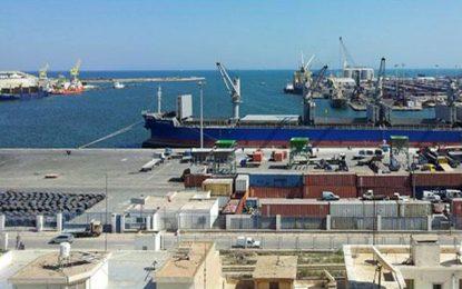 Un porte-conteneurs danois retenu à quai dans le port de Sfax