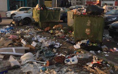 Centre urbain nord : Des tas d'ordures non levées devant une… clinique !