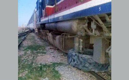 Gafsa : Des inconnus font dérailler un train en posant un pneu sur les rails