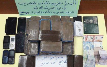 Sousse : Saisie de 12 kg de cannabis cachés dans le moteur d'une voiture