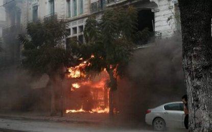 Tunis : Panique au centre-ville suite un incendie dans 3 commerces (vidéo)