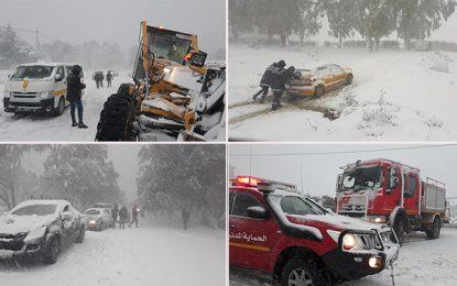 Neige à Jendouba : Voitures bloquées et routes fermées (Photos)
