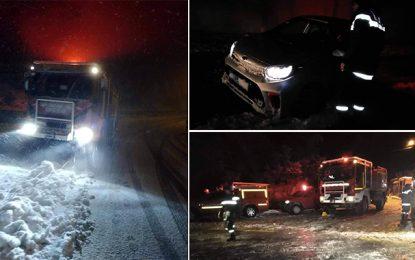 Neige à Jendouba : Des anges gardiens ont travaillé toute la nuit (Vidéo)