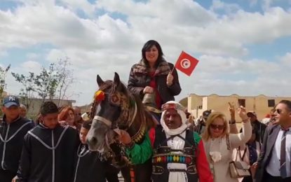 Abir Moussi, sur son grand cheval, à la conquête de Kalaa Kebira (Vidéo)
