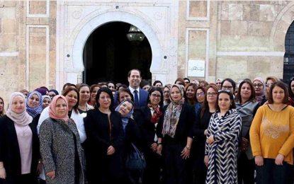 Chahed et «ses» femmes posent pour la fête internationale de la femme