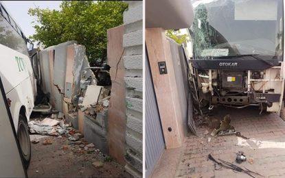 Menzah 6 : Un bus percute deux voitures et fonce dans un mur