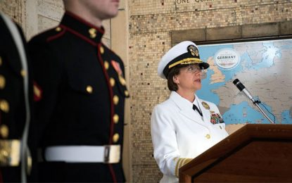 Le commandement de la 6e Flotte US à une cérémonie au cimetière américain de Carthage
