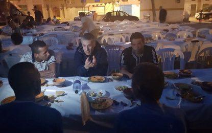 Que fait Karoui avec les données des cartes d'identité de ceux à qui il offre le repas du ramadan? (vidéo)