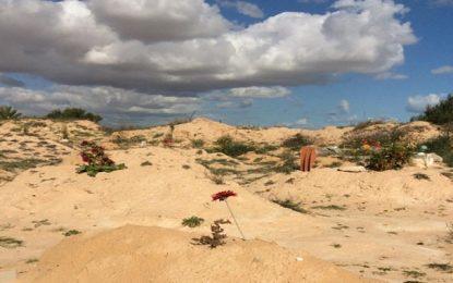 «Jardin d'Afrique», un cimetière pour émigrés aménagé par l'artiste algérien Rachid Koraichi à Zarzis