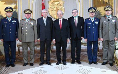 Le président Ennaceur décore des cadres de l'Armée nationale des insignes de l'Ordre de la république (photos)