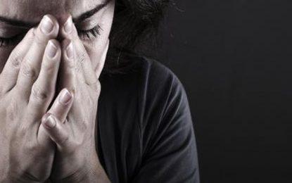 El-Agba : Une femme de 56 ans recherchée pour avoir enchaîné et séquestré sa sœur aînée