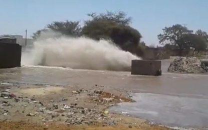 Explosion d'une conduite d'eau potable à Oum Larayes, gouvernorat de Gafsa