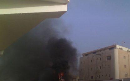 Tunis : Un poteau électrique en feu aujourd'hui à l'aube à Djebel Djelloud