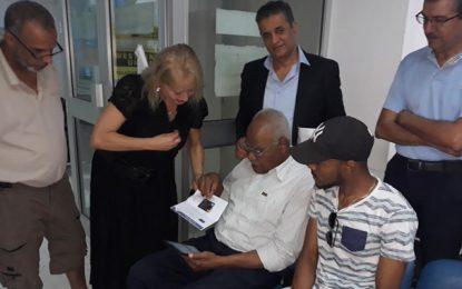 Solidarité : La Poste Tunisienne redonne le sourire à Moussa, le retraité qui s'est fait voler sa pension à la cité Ettahrir (vidéo)