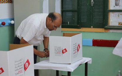 Présidentielle 2019 : Moncef Marzouki vote à Hammam-Sousse  (Photos)