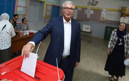 Présidentielle 2019 : Abdelkarim Zbidi vote à Tunis (Photos)