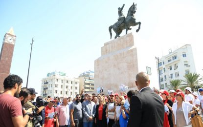 Présidentielle : Une marche de la Kasbah à l'Av. Bourguiba pour la clôture de la campagne électorale de Selma Elloumi (vidéo)