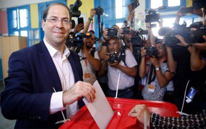 Présidentielle : Youssef Chahed s'acquitte de son devoir électoral (vidéo)