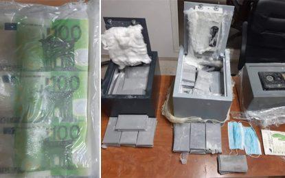 El-Manar : Trois faussaires étrangers arrêtés et saisie de 375.000€ en faux billets