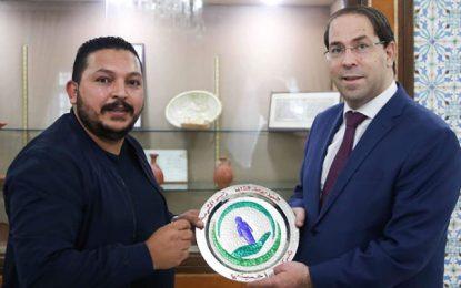 Tunisie : Meher Khelifi, promoteur de la plateforme «Ahmini», honoré par Youssef Chahed