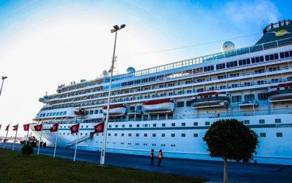 Le bateau de croisière Amera accoste à La Goulette avec 646 touristes allemands