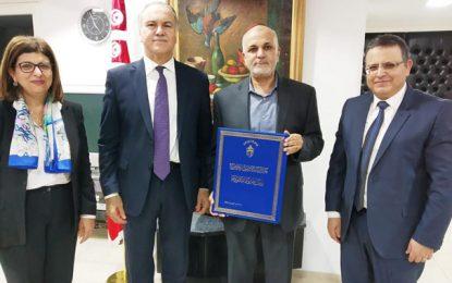 Adel Nefzi reçoit le Prix du président de la république du meilleur chercheur tunisien résidant à l'étranger